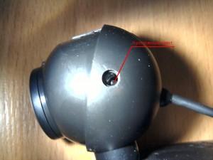 Выкручиваем крепежный винт из камеры Logitech C120